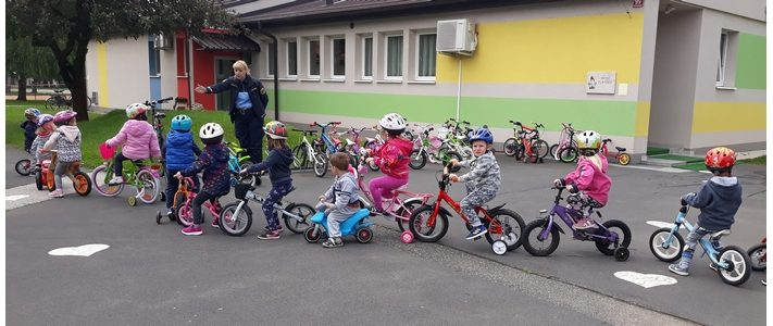 Mali sonček: vožnja s skirojem in kolesom – oddelek otrok od 2 do 4 let
