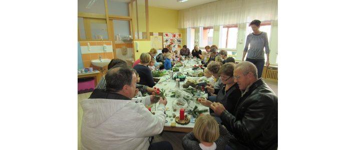 Praznična delavnica s starimi starši v oddelku otrok od 2 do 3 let